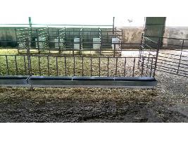 Comedero de ovejas y corderos para colgar Carpintería ganadera EL CANO S.L