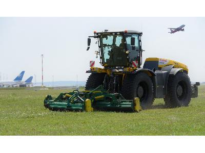 Lo mejor de ventas: tractores XERION operando en el aeropuerto de Viena - 0