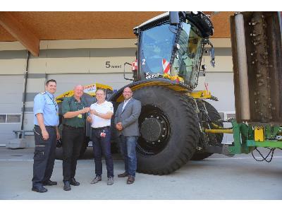 Lo mejor de ventas: tractores XERION operando en el aeropuerto de Viena - 1