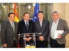 """Luis Planas destaca que la """"valorización del trabajo"""" de los agricultores y ganaderos españoles será uno de los principales ejes de actuación del Ministerio"""