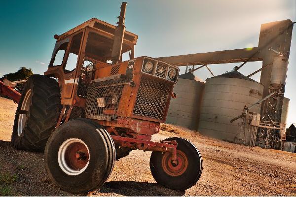 Unión de Uniones se opone a la baja de oficio de los tractores y maquinaria más antiguos que propone el MAPA sin tener datos reales ni alternativas