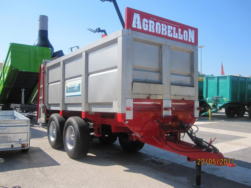 Spreader trailers