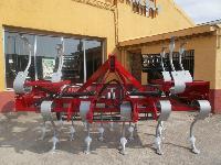 Vibrador-cultivador de ballesta brazo alto