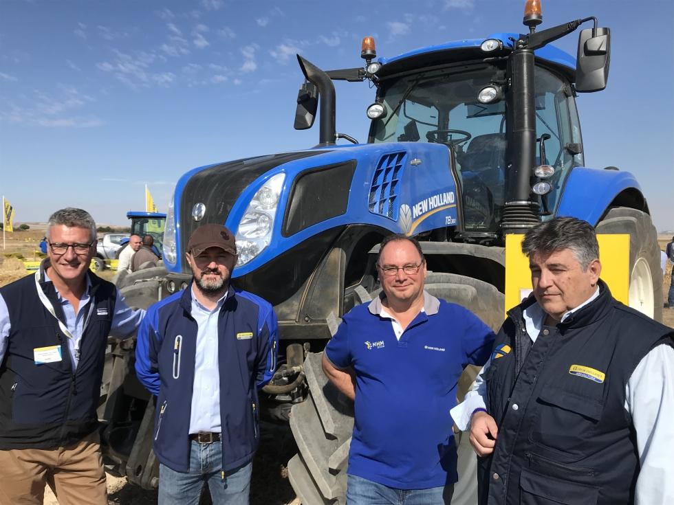 New Holland viste de azul Castilla y León