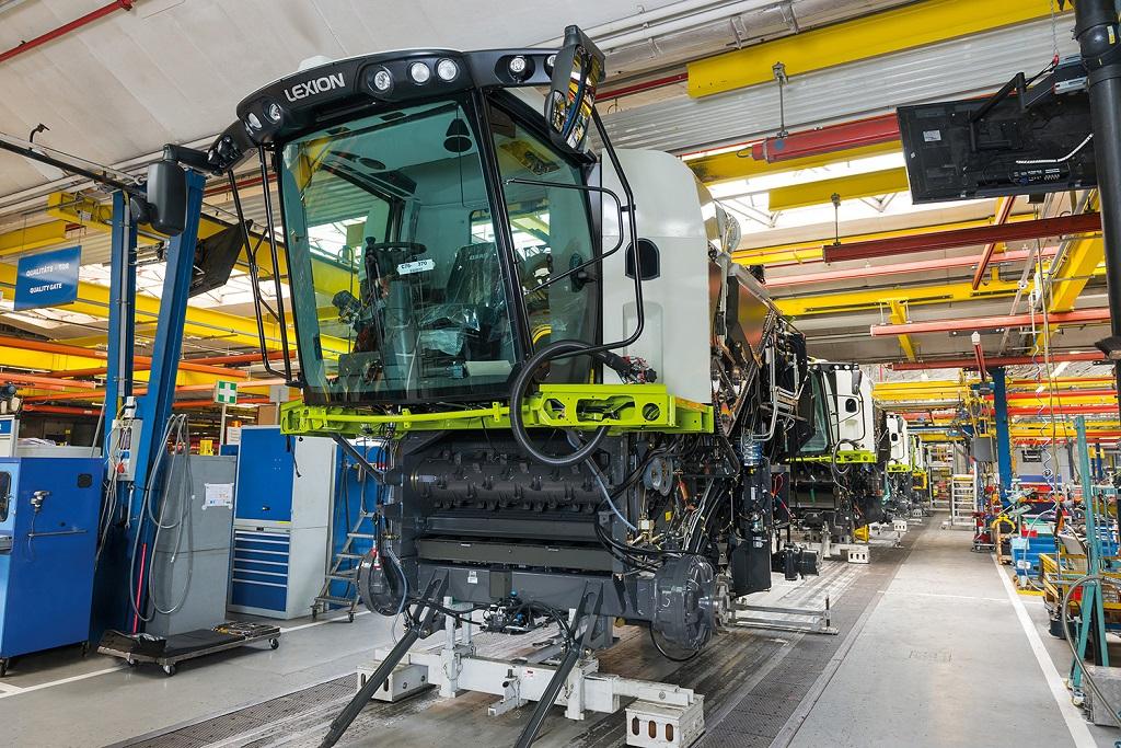 CLAAS reinicia la producción en serie de su tecnología de cosecha y tractores