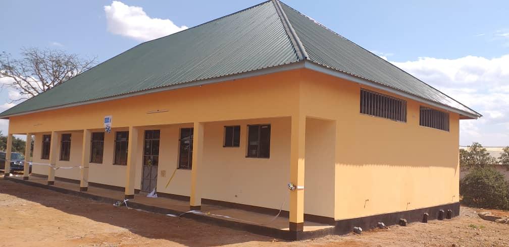 Inauguración del aula didáctica y los dormitorios de la escuela de mecánica construida en Tanzania con el apoyo de la Fundación SAME