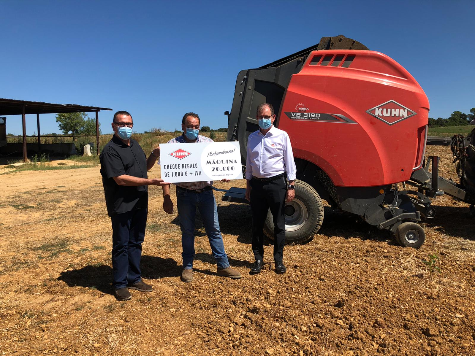 La rotoempacadora VB 3190 de Kuhn se convierte en la máquina 20.000 entregada en España por el fabricante