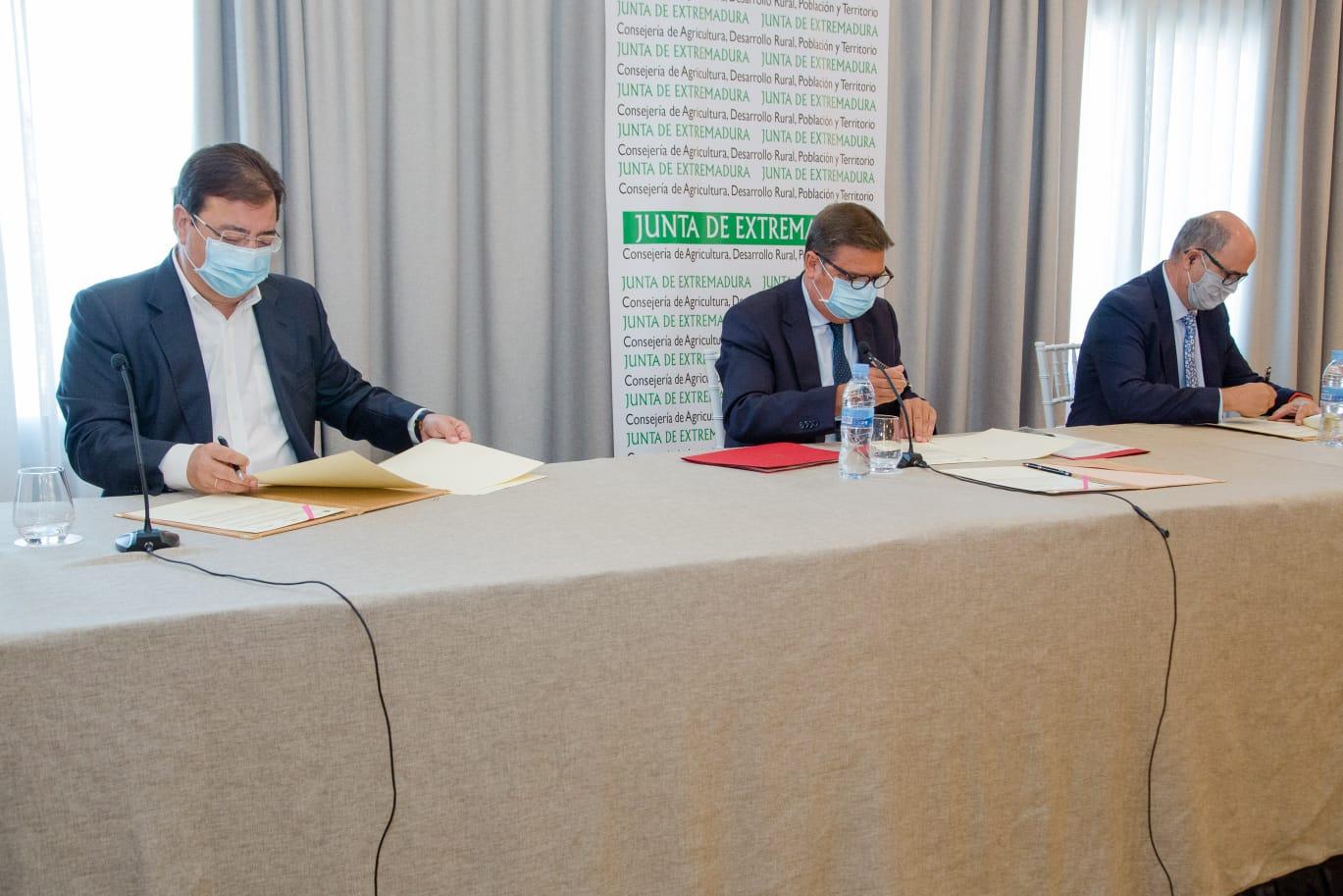 Luis Planas destaca la apuesta del Gobierno por un regadío sostenible y competitivo