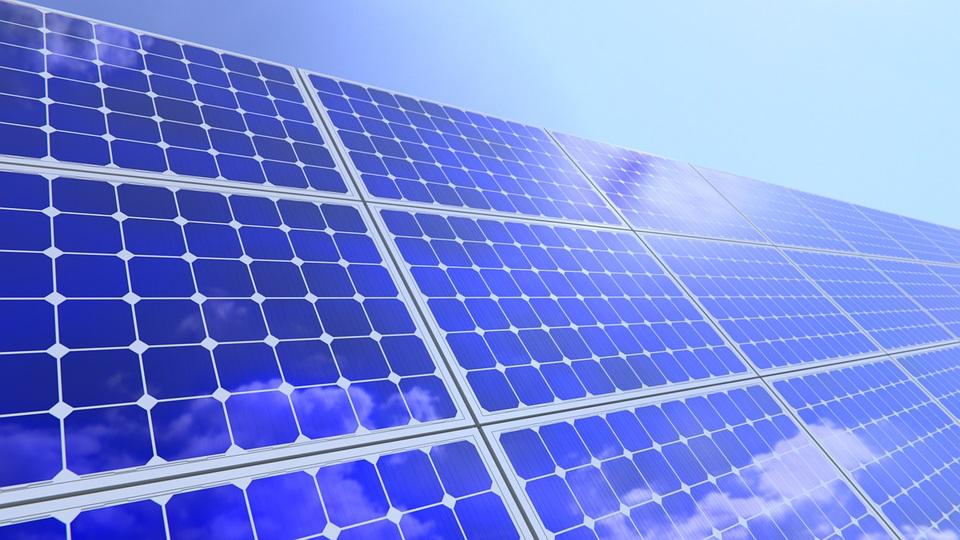 Piden una regulación regional para instalar energías renovables en terrenos no agrícolas y que se compensen a las poblaciones rurales
