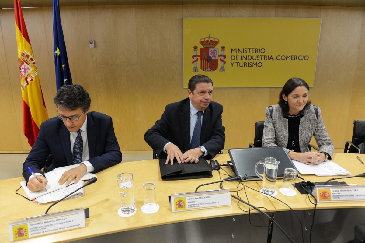 Reyes Maroto y Luis Planas garantizan al sector agroalimentario el compromiso del Gobierno en defensa de los intereses españoles frente a los aranceles de EE.UU. - 1