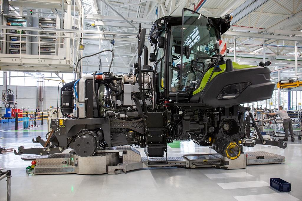 """Un gran desarrollo y crecimiento en el negocio de los tractores. CLAAS pone en marcha la """"fábrica del futuro"""" en Le Mans"""