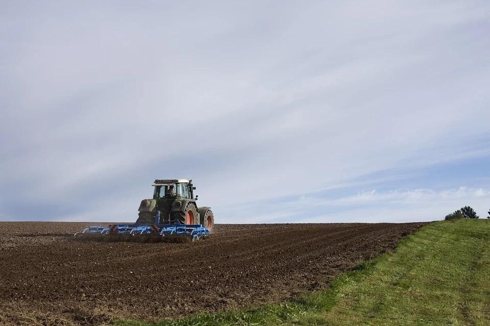 Unión de Uniones critica al Ministerio que siga sin  tener en cuenta la ley de modernización agraria en el Plan Renove - 0