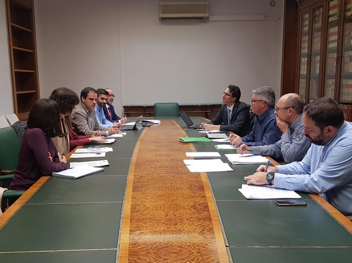 Unión de Uniones insiste en que más de la mitad de la maquinaria agrícola española supera los 18 años de vida  - 0